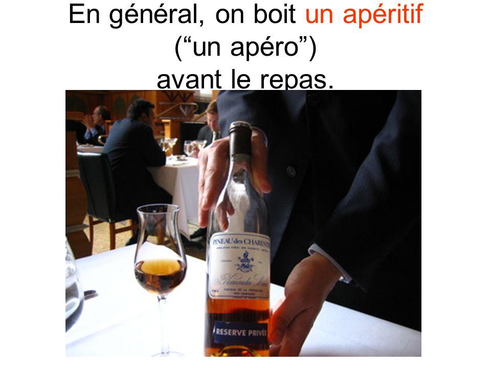 En général, on boit un apéritif (un apéro) avant le repas.