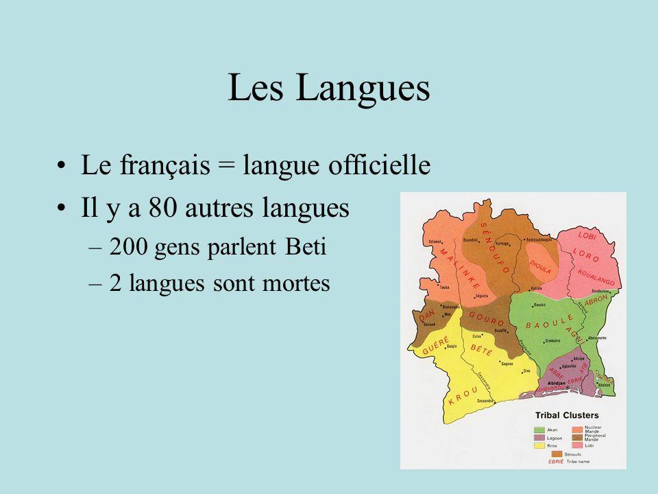 Les Langues Le français = langue officielle Il y a 80 autres langues –200 gens parlent Beti –2 langues sont mortes