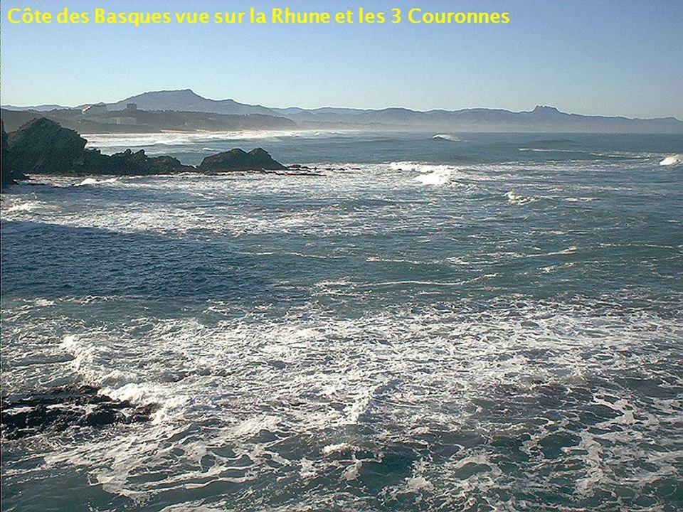 Côte des Basques vue sur la Rhune et les 3 Couronnes