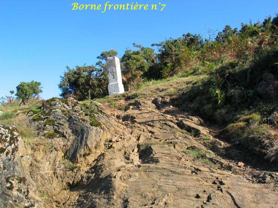 Vue sur Aiako Harria 836m Et Sommet Azkopé