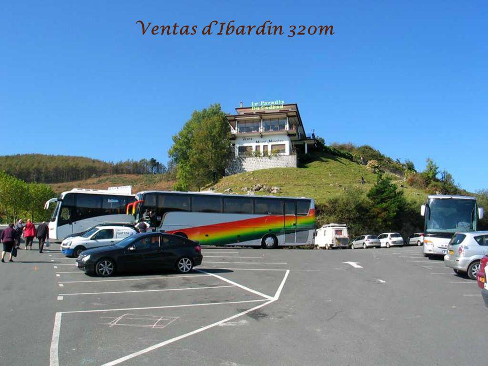 GR10 vue sur La Rhune 905m Et nos « Cabanes à Sucre » les Ventas dIbardin