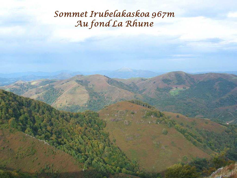 Sommet Irubelakaskoa 967m Crêtes dIparla/Izpegi au fond Auza 1306m