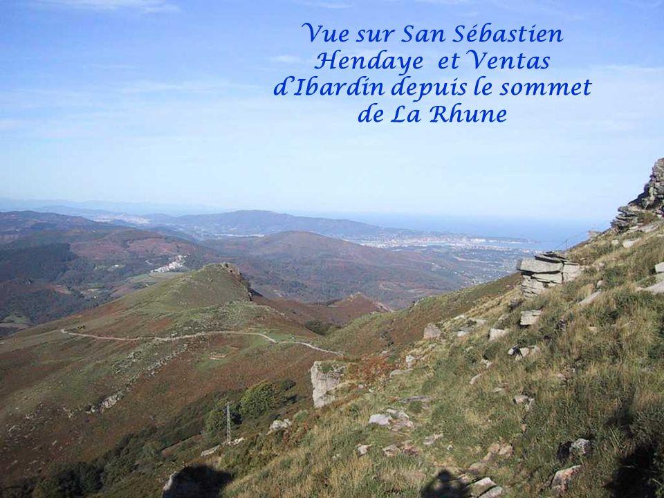 Vue sur Vera de Bidassoa au fond la pointe au milieu le Txindoki (le Cervin basque)