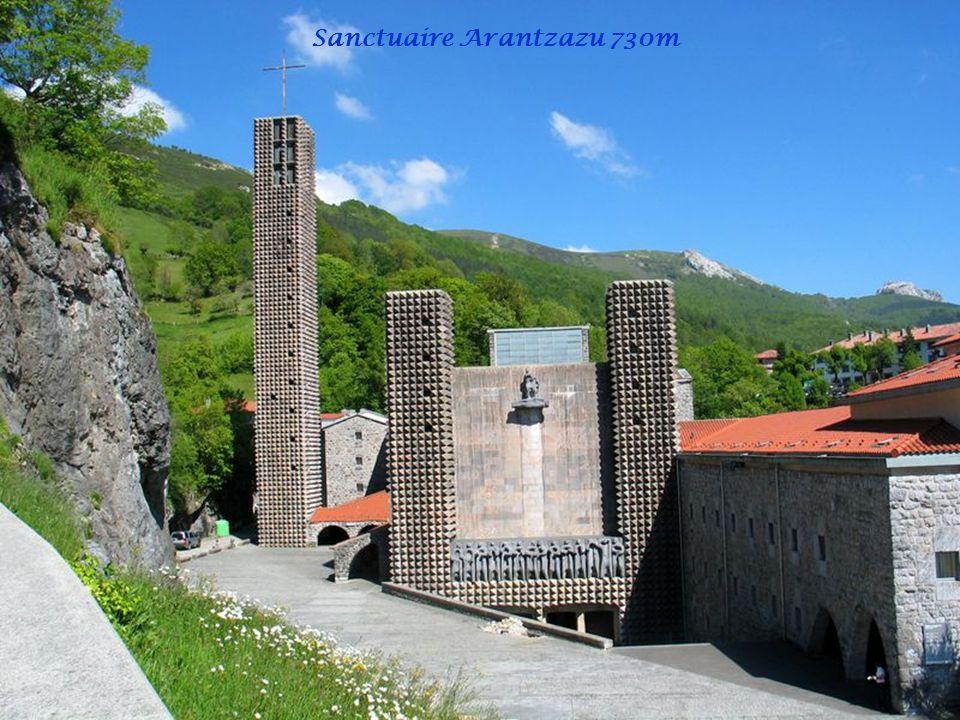Aitxuri 1551 m Aketegi 1549 m