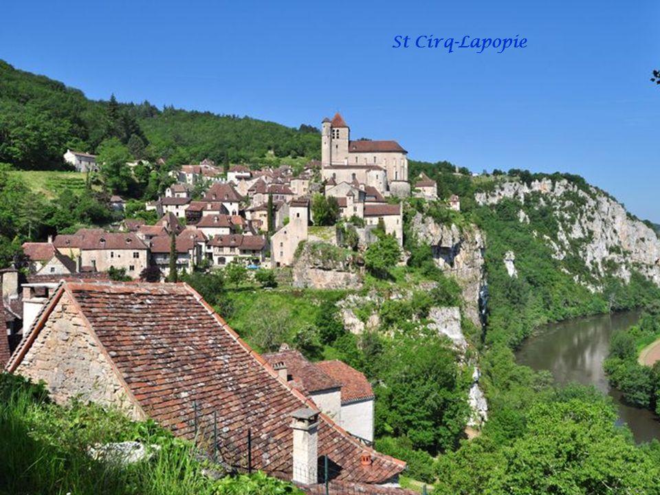 Le mardi 29/05/2012 visite de St Cirq-Lapopie. Sur la Via Podiensis du Pèlerinage de St Jacques de Compostelle, on vient de Cabrerets par un court dét