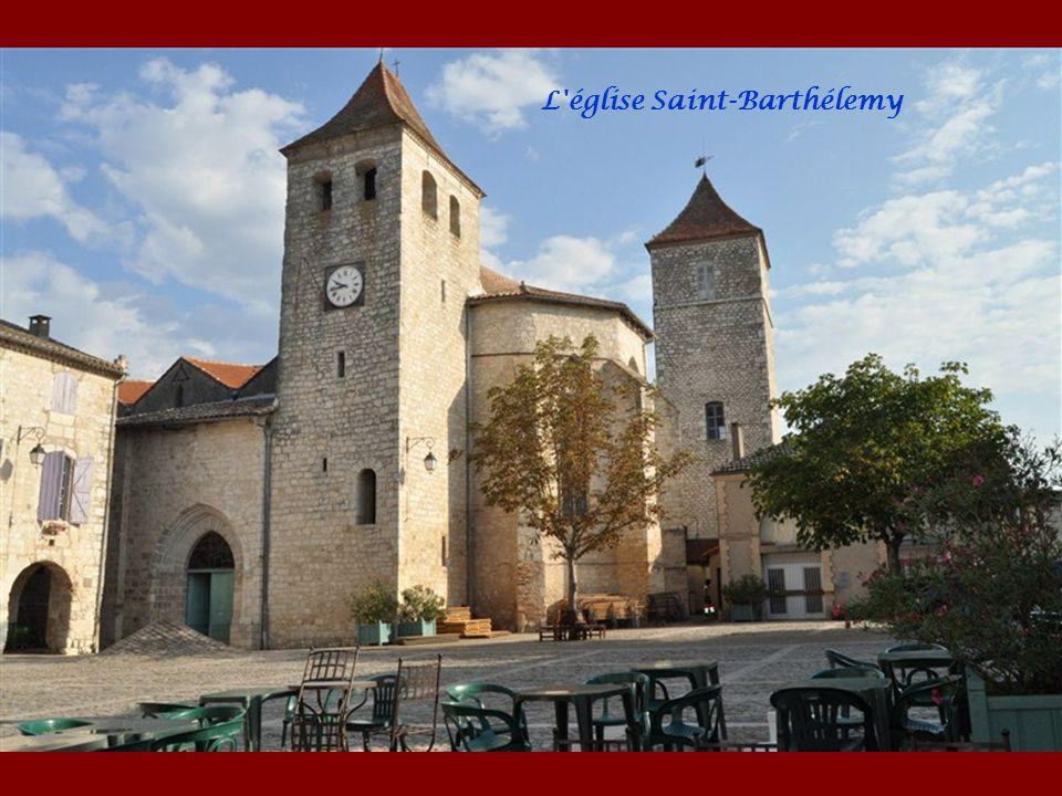 LAUZERTE sur le chemin de St Jacques de Compostelle entre Montcuq et Moissac. Perché au-dessus des vallées et collines du Quercy Blanc, cette bastide