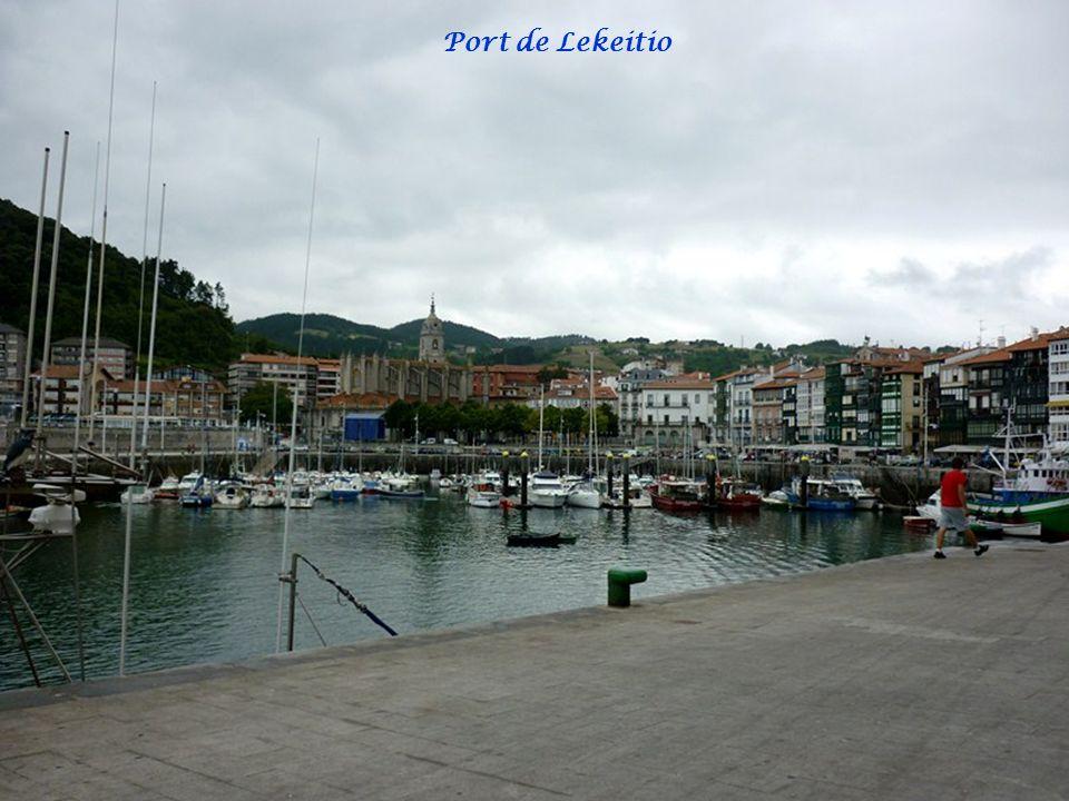 LEKEITIO et ZUMAYA Au bord du Golfe de Gascogne, Lekeitio détient quelques bijoux gothiques considérables, ainsi qu'un quartier de pêcheurs intéressan