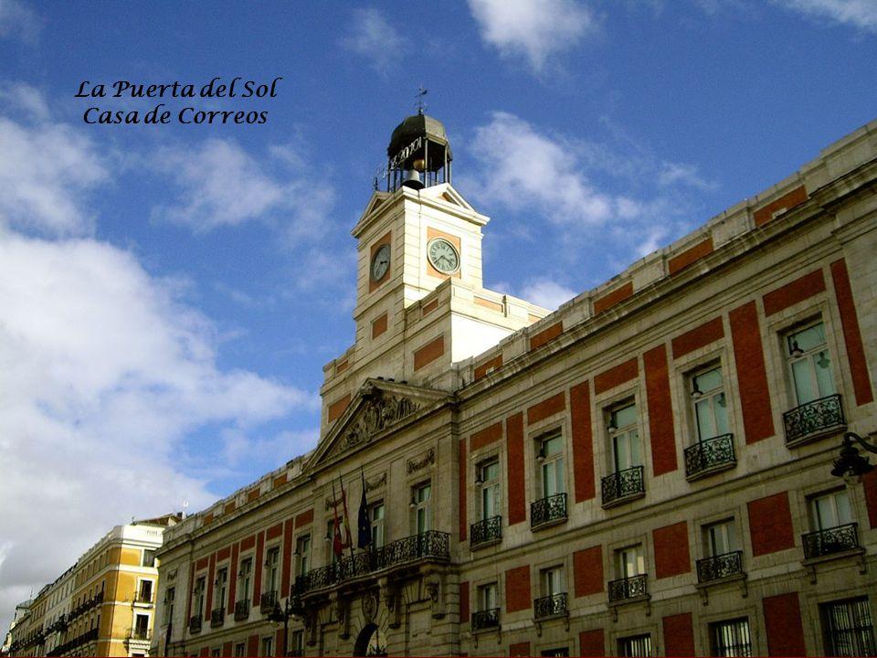 VISITE DE MADRID Du 31/12/2009 au 03/01/2010 La capitale royale de l Espagne Madrid se situe à 600 m d altitude, ce qui fait d elle l une des capitales les plus hautes d Europe.