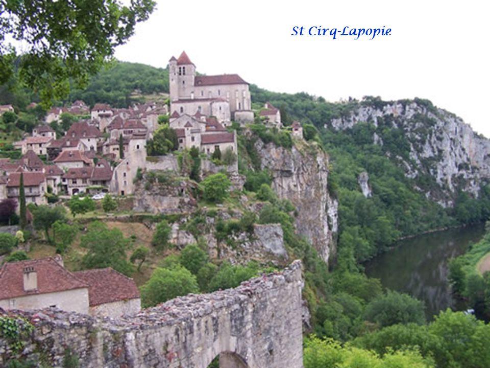 Le mardi 31/05/2011 visite de St Cirq-Lapopie. Un des plus beaux villages de France et un des lieux les plus touristiques du Lot, Saint-Cirq-Lapopie e