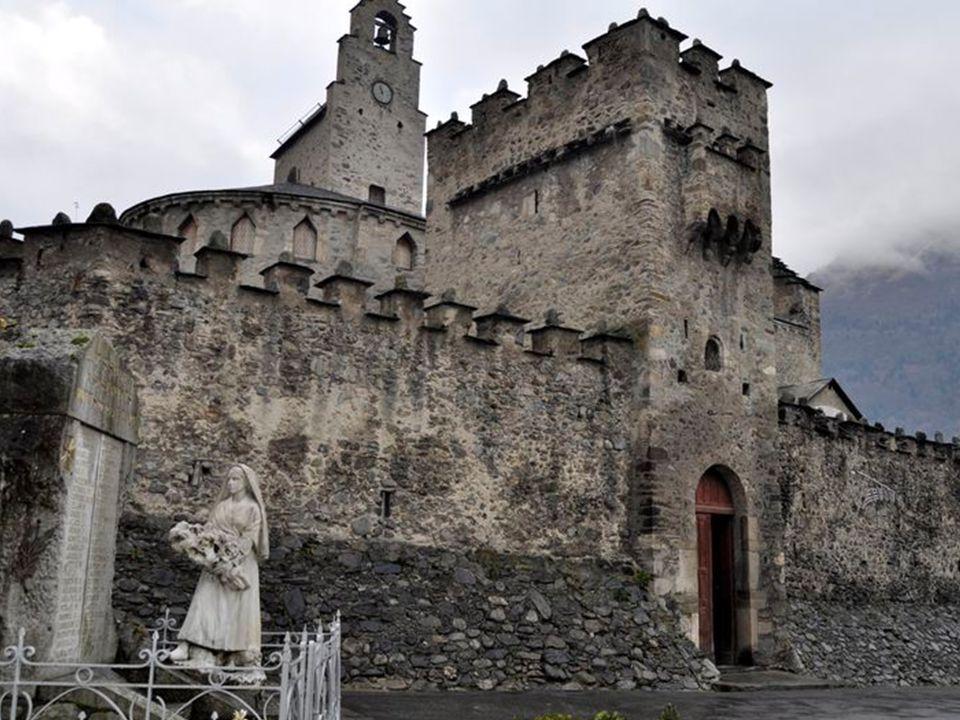Luz St Sauveur : église St André Cette église fut bâtie à la fin du XIème siècle par la famille de Saint- André. Cest pour honorer cette famille que l