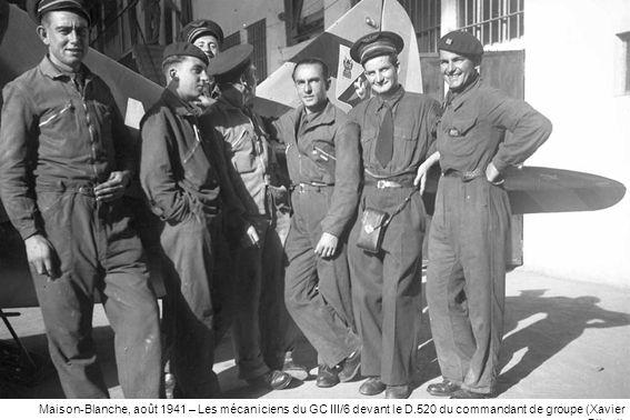 Maison-Blanche, août 1941 – Les mécaniciens du GC III/6 devant le D.520 du commandant de groupe (Xavier Bibert)
