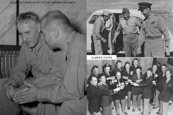 Les généraux Arnold et Marshall Le général Spaatz décore des pilotes