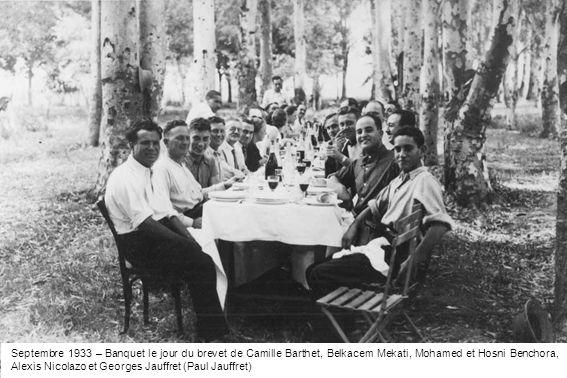 Septembre 1933 – Banquet le jour du brevet de Camille Barthet, Belkacem Mekati, Mohamed et Hosni Benchora, Alexis Nicolazo et Georges Jauffret (Paul J