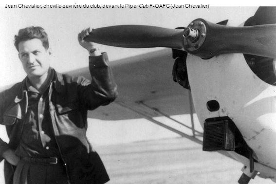 Jean Chevalier, cheville ouvrière du club, devant le Piper Cub F-OAFC (Jean Chevalier)