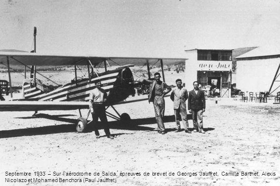 Septembre 1933 – Sur laérodrome de Saïda, épreuves de brevet de Georges Jauffret, Camille Barthet, Alexis Nicolazo et Mohamed Benchora (Paul Jauffret)