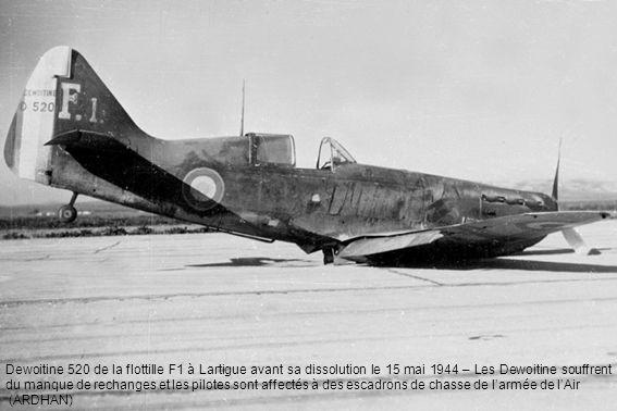 Dewoitine 520 de la flottille F1 à Lartigue avant sa dissolution le 15 mai 1944 – Les Dewoitine souffrent du manque de rechanges et les pilotes sont a