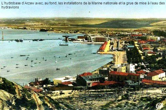 Lhydrobase dArzew avec, au fond, les installations de la Marine nationale et la grue de mise à leau des hydravions