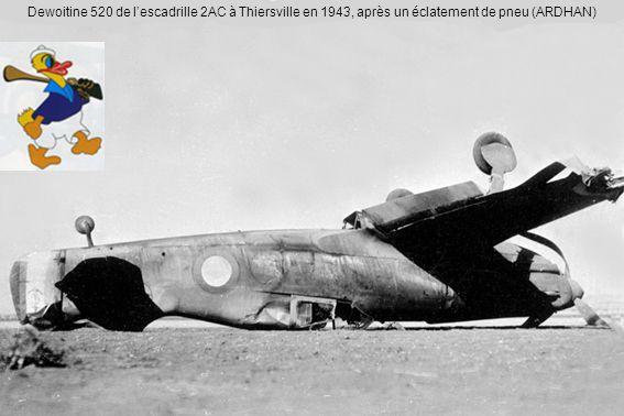 Dewoitine 520 de lescadrille 2AC à Thiersville en 1943, après un éclatement de pneu (ARDHAN)