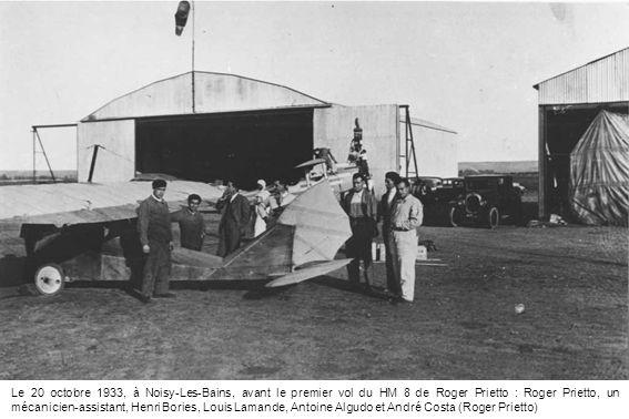 Le 20 octobre 1933, à Noisy-Les-Bains, avant le premier vol du HM 8 de Roger Prietto : Roger Prietto, un mécanicien-assistant, Henri Bories, Louis Lam