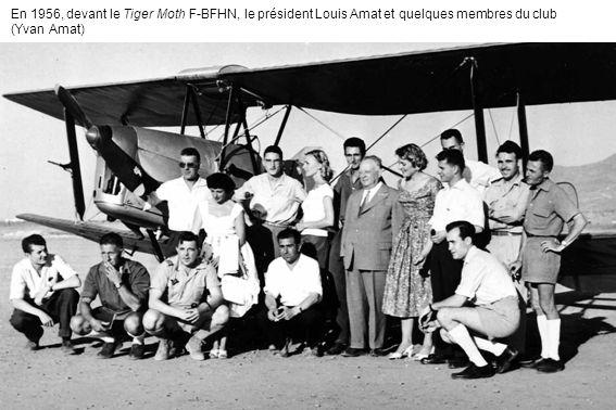 En 1956, devant le Tiger Moth F-BFHN, le président Louis Amat et quelques membres du club (Yvan Amat)
