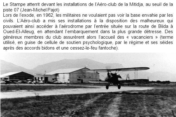 Le Stampe atterrit devant les installations de lAéro-club de la Mitidja, au seuil de la piste 07 (Jean-Michel Pajot) Lors de lexode, en 1962, les mili