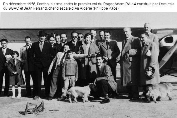 En décembre 1956, lenthousiasme après le premier vol du Roger Adam RA-14 construit par lAmicale du SGAC et Jean Ferrand, chef descale dAir Algérie (Ph