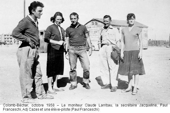 Colomb-Béchar, octobre 1958 – Le moniteur Claude Larribau, la secrétaire Jacqueline, Paul Franceschi, Adj Cazes et une élève-pilote (Paul Franceschi)
