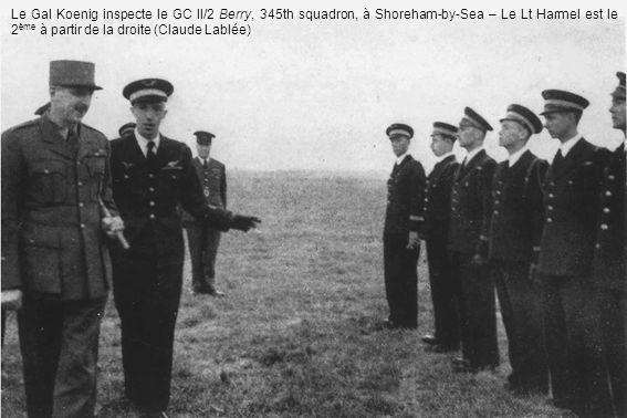 Le Gal Koenig inspecte le GC II/2 Berry, 345th squadron, à Shoreham-by-Sea – Le Lt Harmel est le 2 ème à partir de la droite (Claude Lablée)