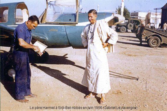 Devant les installations dOued-Hamimin, le Phalène F-AMSL « La Femme Seule » acheté en 1936 par le Dr Francis Lavillat à Paul Planchat (de Philippeville), puis vendu à lAéro-club (Henri Bernet)
