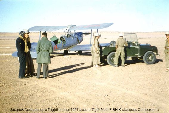 Jean Meyer (à gauche), vient de donner le baptême de lair avec le Phalène F-AMSL à Lucien Pidell, futur ingénieur aéronautique responsable de la chaîne Stampe à lAIA dAlger (Lucien Pidell)
