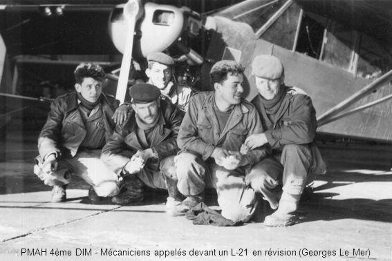 PMAH 4ème DIM - Mécaniciens appelés devant un L-21 en révision (Georges Le Mer)