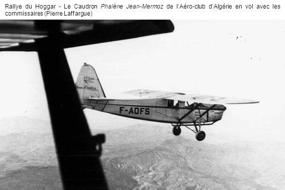 Rallye du Hoggar - Le Caudron Phalène Jean-Mermoz de lAéro-club dAlgérie en vol avec les commissaires (Pierre Laffargue)