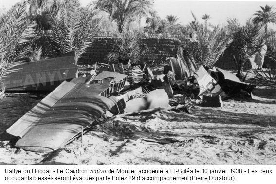 Rallye du Hoggar - Le Caudron Aiglon de Mourier accidenté à El-Goléa le 10 janvier 1938 - Les deux occupants blessés seront évacués par le Potez 29 da