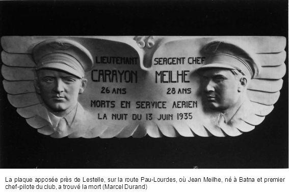 La plaque apposée près de Lestelle, sur la route Pau-Lourdes, où Jean Meilhe, né à Batna et premier chef-pilote du club, a trouvé la mort (Marcel Dura