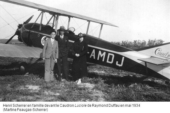 Henri Scherrer en famille devant le Caudron Luciole de Raymond Duffau en mai 1934 (Martine Feaugas-Scherrer)