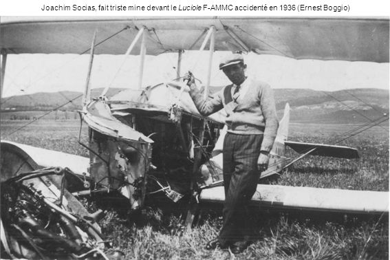 Joachim Socias, fait triste mine devant le Luciole F-AMMC accidenté en 1936 (Ernest Boggio)