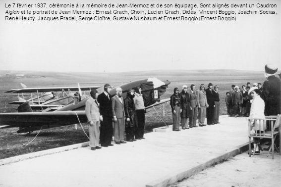 Le 7 février 1937, cérémonie à la mémoire de Jean-Mermoz et de son équipage. Sont alignés devant un Caudron Aiglon et le portrait de Jean Mermoz : Ern