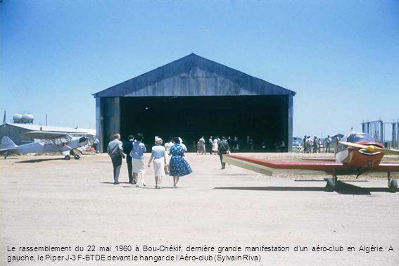 Le rassemblement du 22 mai 1960 à Bou-Chékif, dernière grande manifestation dun aéro-club en Algérie. A gauche, le Piper J-3 F-BTDE devant le hangar d