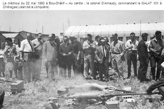 Le méchoui du 22 mai 1960 à Bou-Chékif – Au centre : le colonel DArnaudy, commandant le GALAT 101 à Chéragas (Jean de la Jonquière)