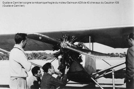 Gustave Camilieri soigne la mécanique fragile du moteur Salmson AD9 de 40 chevaux du Caudron 109 (Gustave Camilieri)