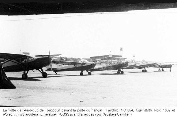 La flotte de lAéro-club de Touggourt devant la porte du hangar : Fairchild, NC 854, Tiger Moth, Nord 1002 et Norécrin. iI sy ajoutera lEmeraude F-OBSS