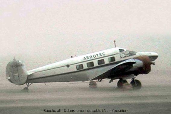 Beechcraft 18 dans le vent de sable (Alain Crosnier)