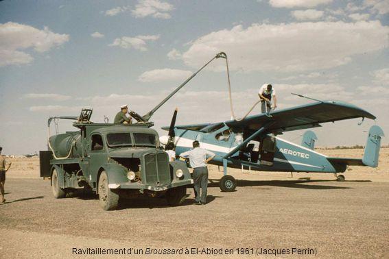 Ravitaillement dun Broussard à El-Abiod en 1961 (Jacques Perrin)