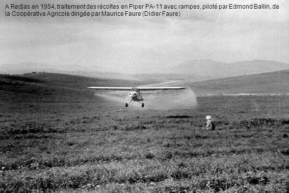 A Redjas en 1954, traitement des récoltes en Piper PA-11 avec rampes, piloté par Edmond Ballin, de la Coopérative Agricole dirigée par Maurice Faure (Didier Faure)