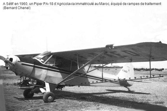 A Sétif en 1960, un Piper PA-18 dAgricolavia immatriculé au Maroc, équipé de rampes de traitement (Bernard Chenel)