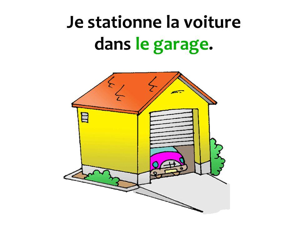 Je stationne la voiture dans le garage.