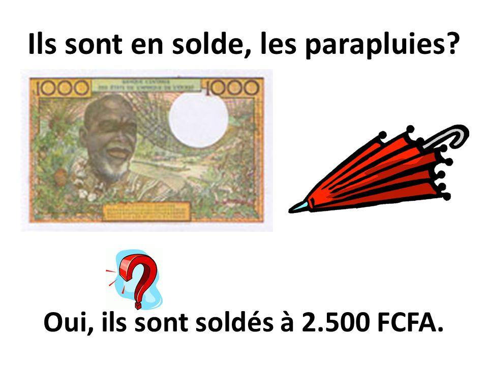 Ils sont en solde, les parapluies? Oui, ils sont soldés à 2.500 FCFA.