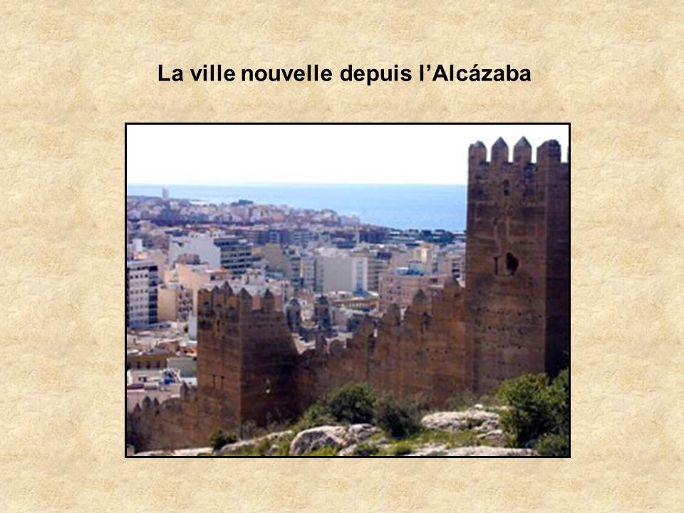Almeria est dominée par sa forteresse mauresque, lAlcázaba datant de 995, la plus grande à être construite par les Maures en Espagne Fondée au VIIIème