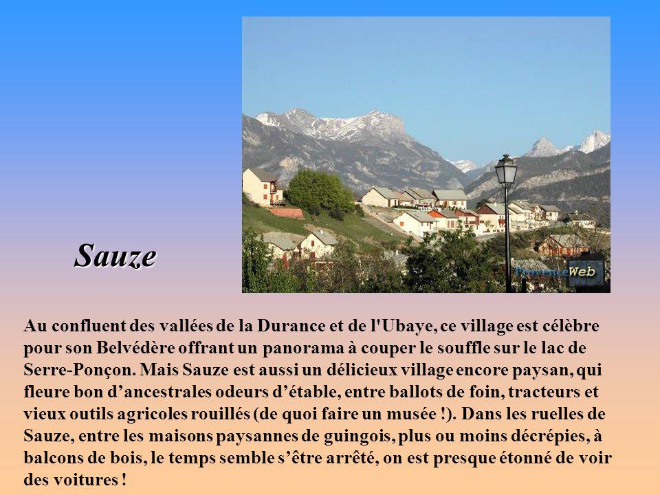 Saint-Zacharie Surnommée le village aux fontaines , la cité est située au bord de l Huveaune et au pied de la Sainte-Baume.