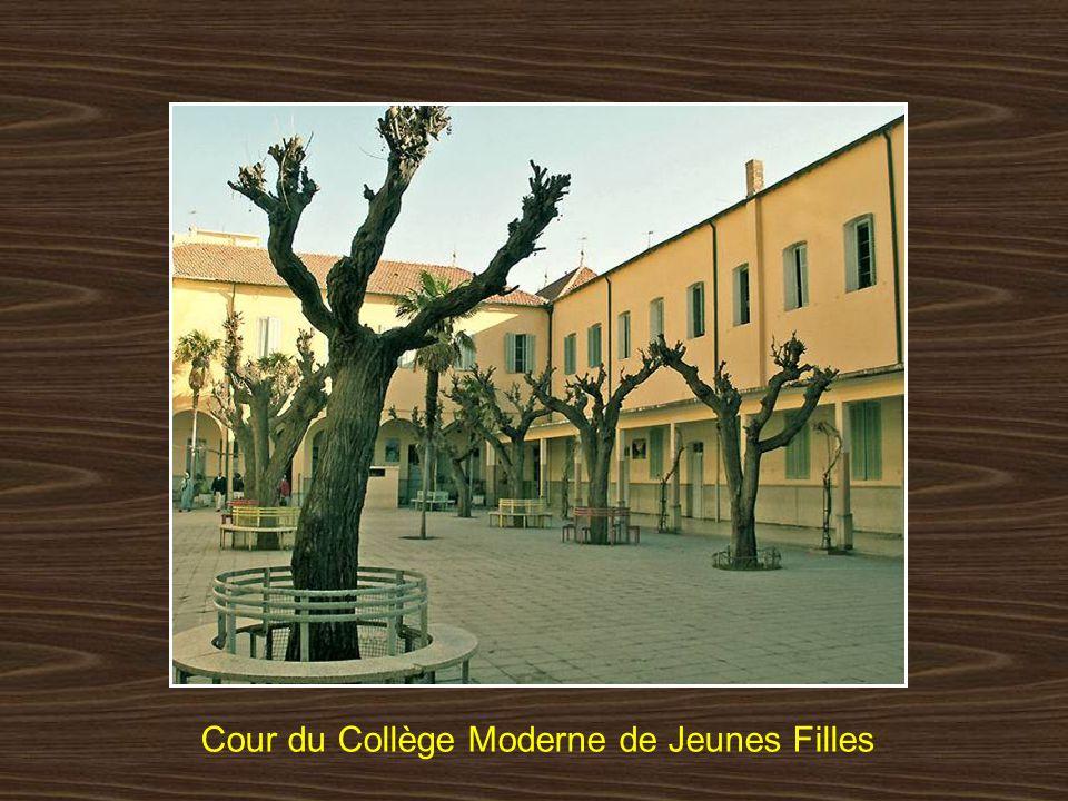 Cour du Collège Moderne de Jeunes Filles